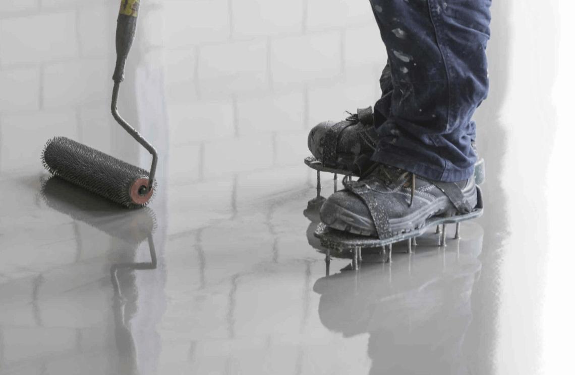 Příprava a vyrovnání podkladu pro pokládku vinylové podlahy